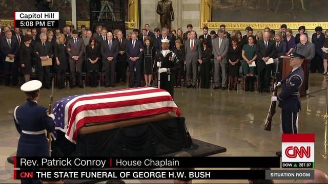 Cập nhật tang lễ cố Tổng thống Bush (cha): Air Force One đưa thi hài về thủ đô Washington - Ảnh 4.