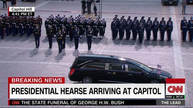 Cập nhật tang lễ cố Tổng thống Bush (cha): Air Force One đưa thi hài về thủ đô Washington - Ảnh 3.