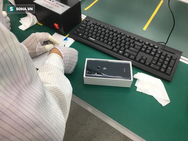 Clip: Robot lắp ráp điện thoại trong nhà máy của VSmart - Ảnh 2.