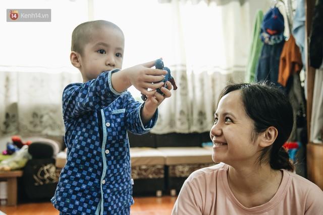 Lời tâm sự xúc động từ mẹ em bé ung thư não trong bộ ảnh 24h của Tom: Mình không được than vãn, vì thiệt thòi là con... - Ảnh 15.