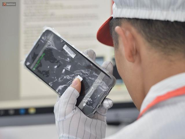 Lộ diện điện thoại Vsmart: Camera kép đặt dọc, màn hình gần tràn viền - Ảnh 4.