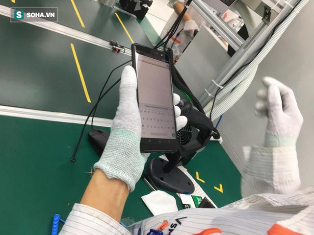 Clip: Robot lắp ráp điện thoại trong nhà máy của VSmart - Ảnh 5.