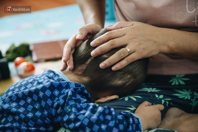 Lời tâm sự xúc động từ mẹ em bé ung thư não trong bộ ảnh 24h của Tom: Mình không được than vãn, vì thiệt thòi là con... - Ảnh 8.