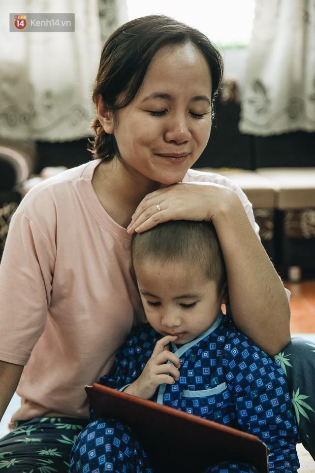 Lời tâm sự xúc động từ mẹ em bé ung thư não trong bộ ảnh 24h của Tom: Mình không được than vãn, vì thiệt thòi là con... - Ảnh 9.