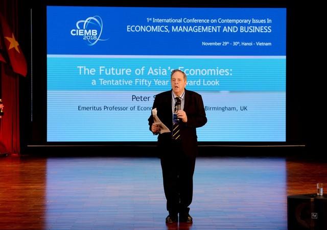 Chuyên gia quốc tế nói về thách thức, thời cơ của nền kinh tế Việt Nam - Ảnh 1.
