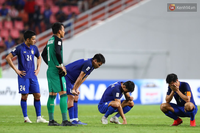 Cầu thủ Thái Lan suy sụp, gục khóc nức nở sau thất bại đau đớn trước Malaysia - Ảnh 11.
