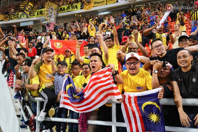 Cầu thủ Thái Lan suy sụp, gục khóc nức nở sau thất bại đau đớn trước Malaysia - Ảnh 20.