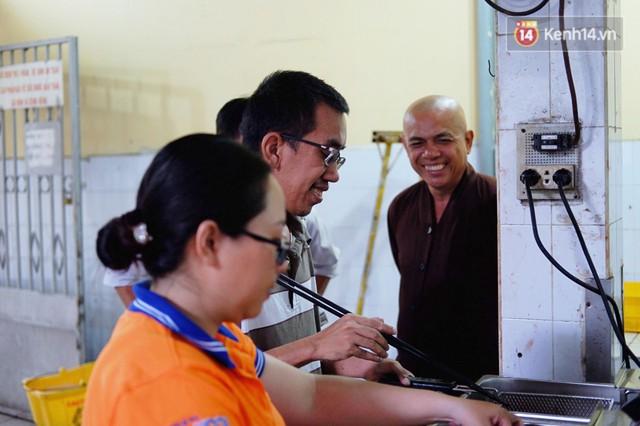 Chuyện về tiệm xương rồng ở Sài Gòn của chàng trai mồ côi, bị u não nhưng vẫn làm việc vì trẻ em ung thư: Càng lạc quan, càng sống khỏe! - Ảnh 5.