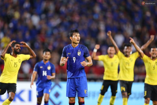 Cầu thủ Thái Lan suy sụp, gục khóc nức nở sau thất bại đau đớn trước Malaysia - Ảnh 5.