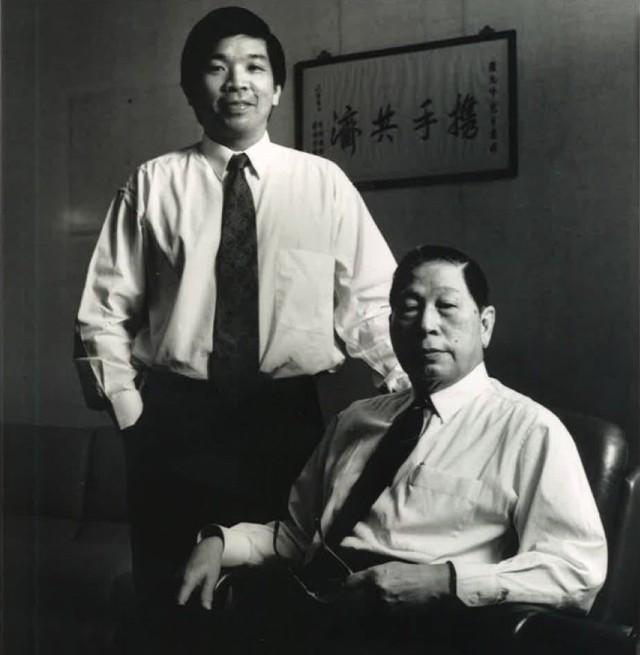 Ở tuổi 100, tỷ phú lớn tuổi nhất địa cầu vẫn đến văn phòng làm việc mỗi ngày và giải đáp con trai về quá trình lãnh đạo doanh nghiệp - Ảnh 1.