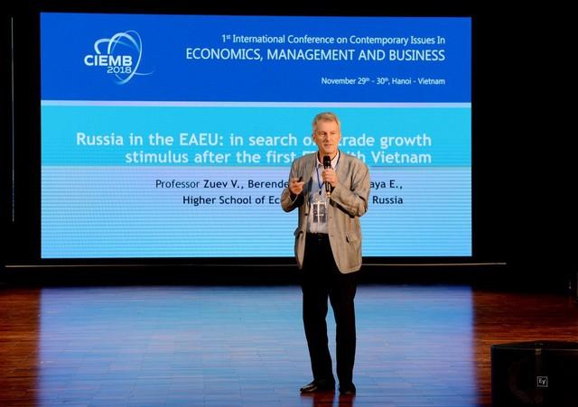 Chuyên gia quốc tế nói về thách thức, thời cơ của nền kinh tế Việt Nam - Ảnh 3.