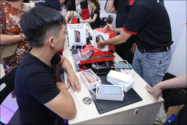 iPhone chính hãng tiếp tục bán dưới giá niêm yết - Ảnh 3.