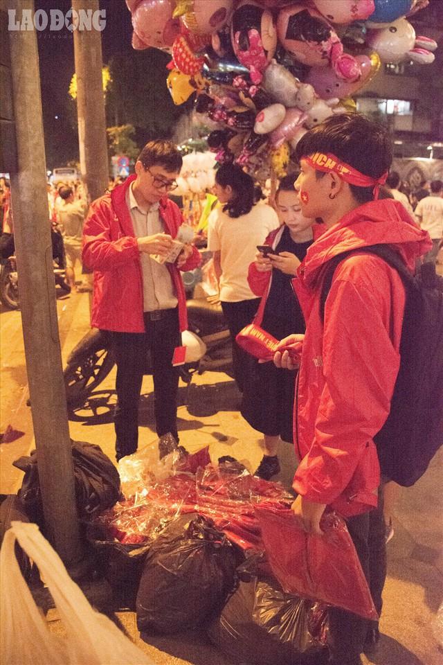 Bán kết lượt về Việt Nam gặp Philipines: Rộ dịch vụ ăn theo - Ảnh 5.