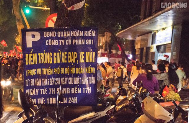 Bán kết lượt về Việt Nam gặp Philipines: Rộ dịch vụ ăn theo - Ảnh 6.
