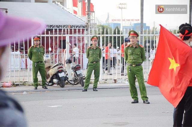 Hà Nội tung hàng nghìn cảnh sát chốt chặn, giữ an ninh trận bán kết lượt về Việt Nam - Philippines - Ảnh 6.