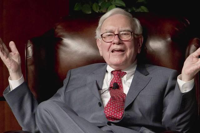 """Tỷ phú Warren Buffett: Rèn luyện tốt kỹ năng giao tiếp là """"một cách dễ dàng"""" để tăng giá trị của bạn lên ít nhất 50% - Ảnh 1."""