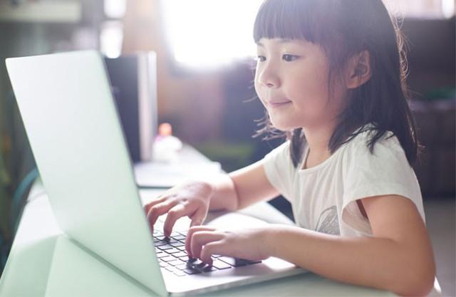 Phụ huynh nói về 3 có và 3 không khi chọn phương pháp học trực tuyến cho con - Ảnh 1.