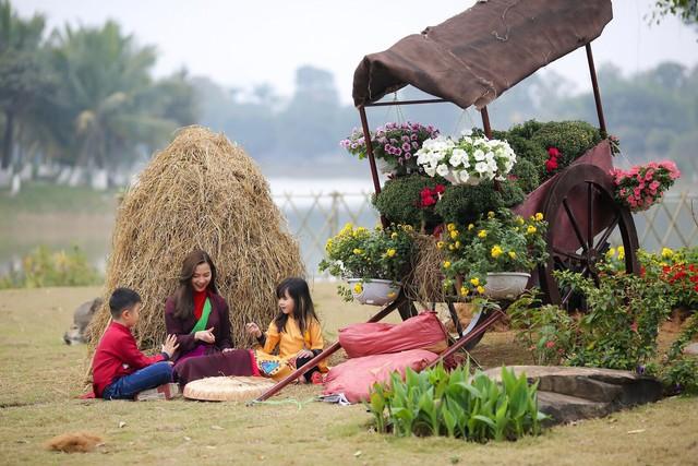 Toàn cảnh đường hoa xuân Mậu Tuất 2018 rực rỡ tại khu đô thị Ecopark và Phú Mỹ Hưng - Ảnh 12.