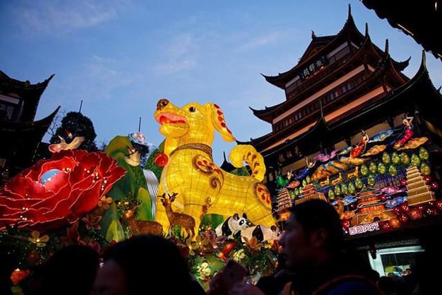 Châu Á ngập tràn sắc đỏ cùng linh vật chú chó chào Tết Nguyên Đán - Ảnh 5.