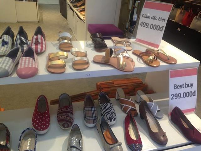 Hàng thời trang ở trung tâm thương mại Sài Gòn vắng hoe - Ảnh 6.