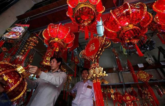 Châu Á ngập tràn sắc đỏ cùng linh vật chú chó chào Tết Nguyên Đán - Ảnh 6.