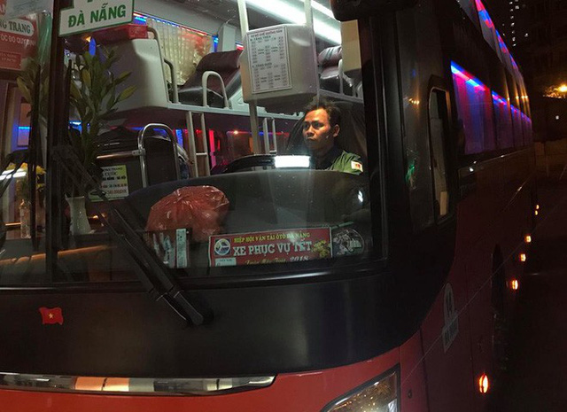 2 chuyến xe cuối cùng rời khỏi bến Giáp Bát chở hàng chục hành khách về quê ăn tết - Ảnh 2.