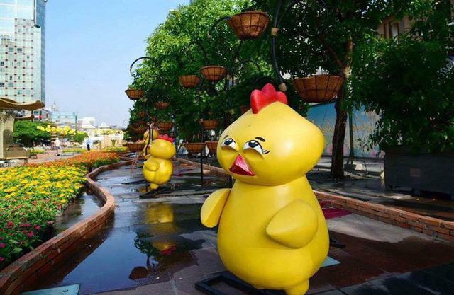 Nhìn lại hình ảnh những linh vật ở đường hoa Nguyễn Huệ trong 5 năm trở lại đây - Ảnh 15.