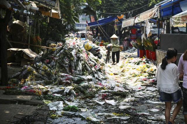 Hoa Tết dội chợ, chất như núi ở chợ hoa sỉ Đầm Sen, TP HCM - Ảnh 9.