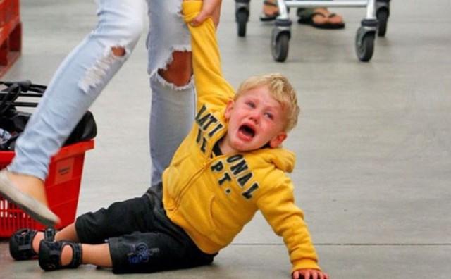 4 cách hành xử sai lầm của cha mẹ khiến con đã bướng bỉnh càng bướng bỉnh hơn - Ảnh 4.