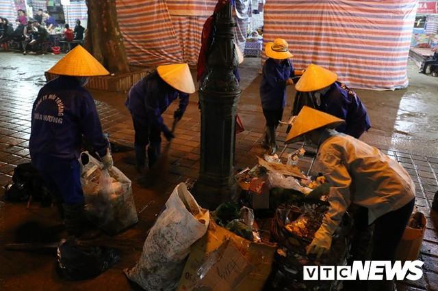 Du khách ùn ùn đổ về chùa Hương từ mờ sáng trong ngày khai hội - Ảnh 11.