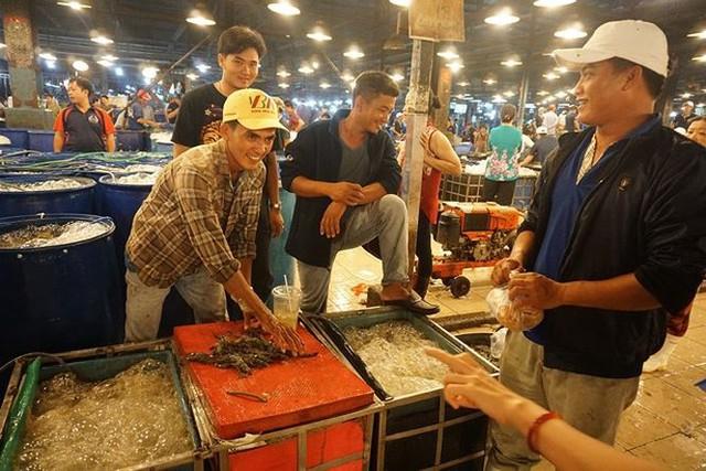 Nhộn nhịp chợ cá lóc trước ngày vía Thần tài   - Ảnh 8.