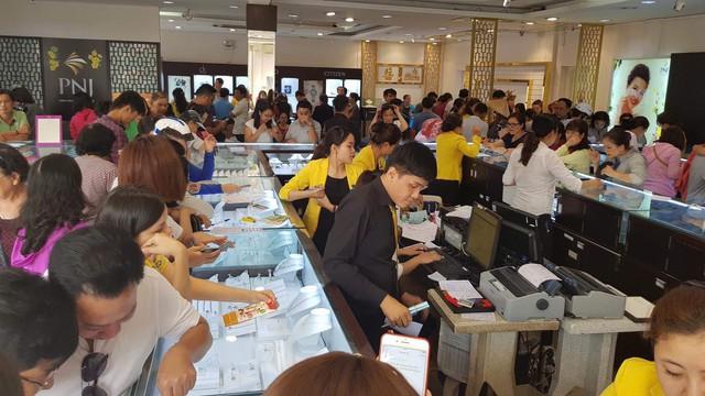Giá vàng quay đầu giảm mạnh sau ngày Thần Tài, doanh nghiệp bội thu - Ảnh 2.