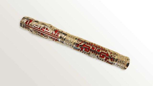 Chiêm ngưỡng bộ đôi sản phẩm bút và bật lửa phiên bản riêng cho năm Mậu Tuất - Biểu tượng cho tài sản và quyền lực của đàn ông quý tộc - Ảnh 1.