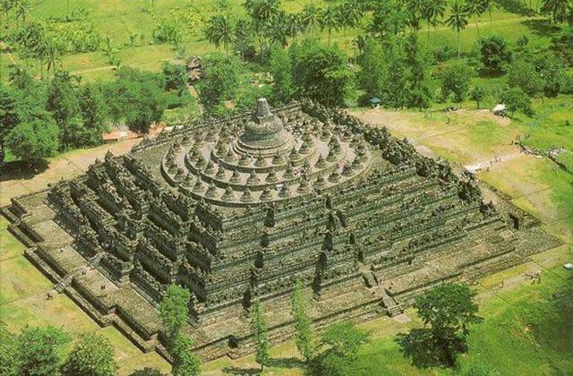 Ngôi đền Phật giáo lớn nhất thế giới: Nơi ngắm bình minh và hoàng hôn tuyệt đẹp! - Ảnh 1.