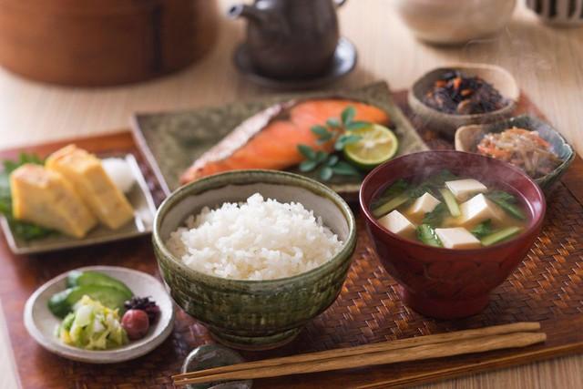 Trẻ ra vài tuổi so với tuổi thật nhờ học tập những thói quen ăn uống của phụ nữ Nhật - Ảnh 1.
