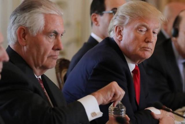 Tổng thống Mỹ Trump bất ngờ một vàih chức Ngoại trưởng Rex Tillerson - Ảnh 1.