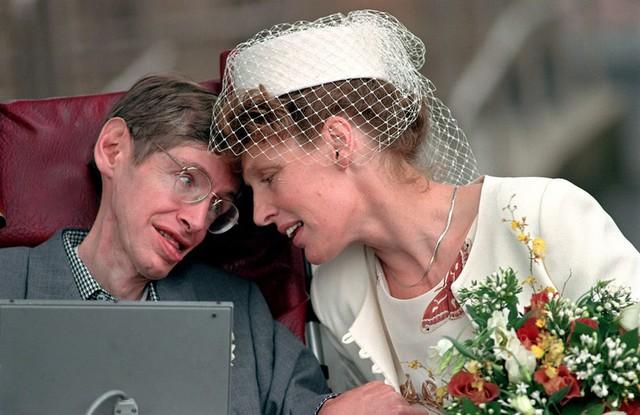 Cuộc đời phi thường qua ảnh của cố Giáo sư Stephen Hawking: Biểu tượng của lòng dũng cảm và là nguồn cảm hứng bất tận để bạn vượt qua mọi khó khăn - Ảnh 20.