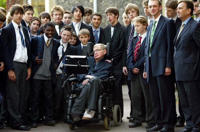 Cuộc đời phi thường qua ảnh của cố Giáo sư Stephen Hawking: Biểu tượng của lòng dũng cảm và là nguồn cảm hứng bất tận để bạn vượt qua mọi khó khăn - Ảnh 13.
