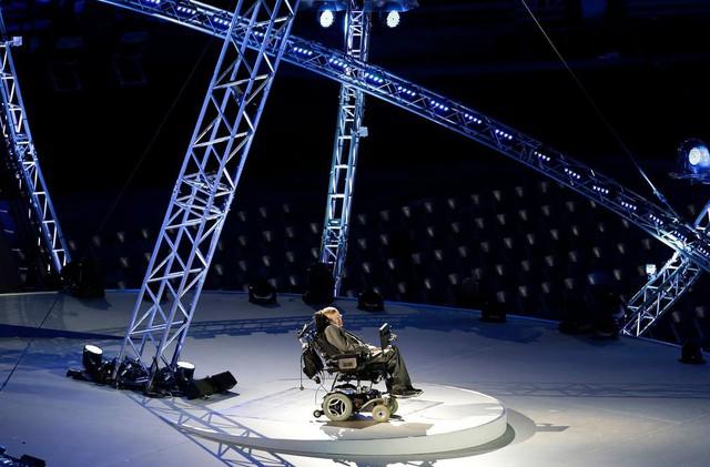 Cuộc đời phi thường qua ảnh của cố Giáo sư Stephen Hawking: Biểu tượng của lòng dũng cảm và là nguồn cảm hứng bất tận để bạn vượt qua mọi khó khăn - Ảnh 3.