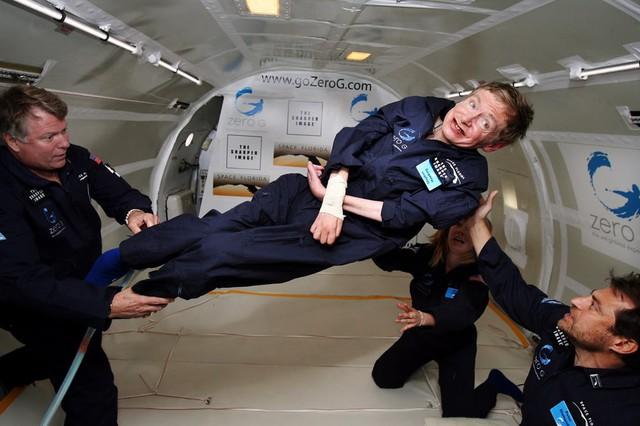 Cuộc đời phi thường qua ảnh của cố Giáo sư Stephen Hawking: Biểu tượng của lòng dũng cảm và là nguồn cảm hứng bất tận để bạn vượt qua mọi khó khăn - Ảnh 11.