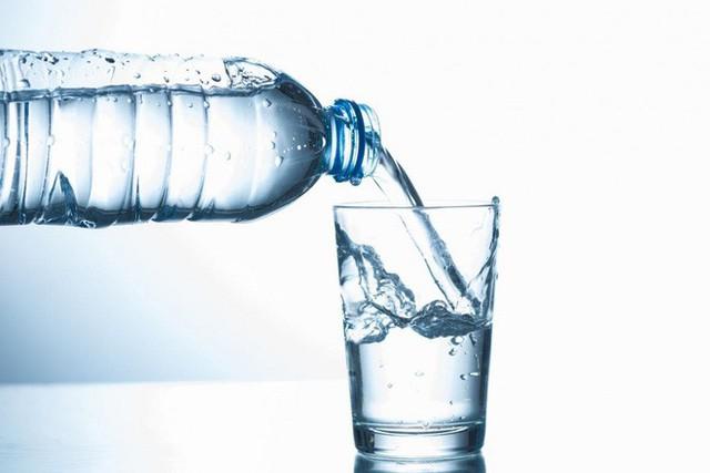 Có nhất thiết phải uống 8 cốc nước mỗi ngày: Nhiều người bối rối khi gặp câu hỏi này - Ảnh 2.