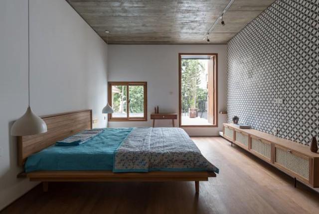 Ngôi nhà có nét kiến trúc cổ Bắc Bộ xuất hiện lung linh trên báo ngoại - Ảnh 16.