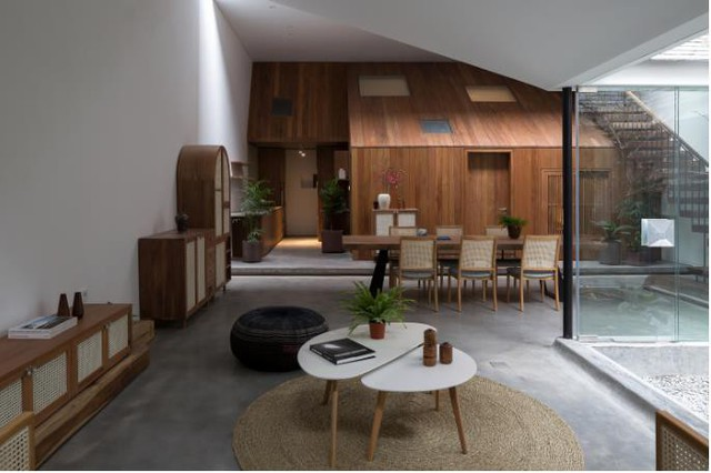 Ngôi nhà có nét kiến trúc cổ Bắc Bộ xuất hiện lung linh trên báo ngoại - Ảnh 4.