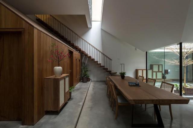Ngôi nhà có nét kiến trúc cổ Bắc Bộ xuất hiện lung linh trên báo ngoại - Ảnh 5.