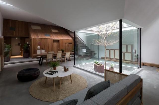 Ngôi nhà có nét kiến trúc cổ Bắc Bộ xuất hiện lung linh trên báo ngoại - Ảnh 7.