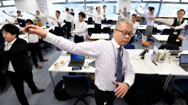 Lý do người Nhật sống lâu nhất thế giới: Suốt 90 năm toàn dân thực hiện đúng 1 bài tập thể dục quốc dân vào mỗi sáng! - Ảnh 7.