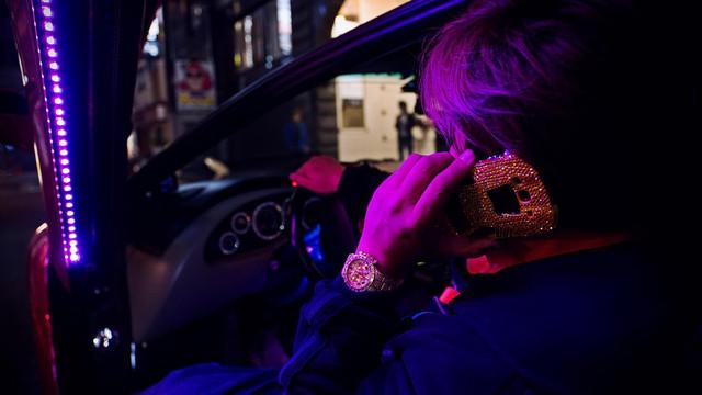 Chuyện về tay chủ xe Lamborghini điên nhất thế giới: Phủ kim cương, sơn kín xe bằng màu hồng lấp lánh  - Ảnh 3.