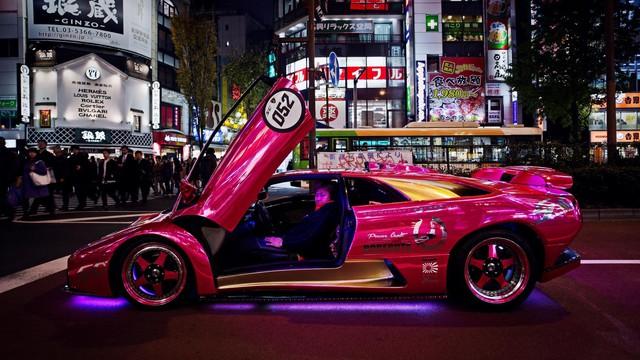 Chuyện về tay chủ xe Lamborghini điên nhất thế giới: Phủ kim cương, sơn kín xe bằng màu hồng lấp lánh  - Ảnh 4.