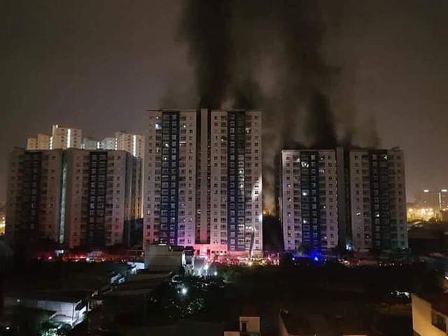 Cháy chung cư đẳng cấp ở Sài Gòn giữa đêm, ít nhất 13 người thiệt mạng - Ảnh 2.