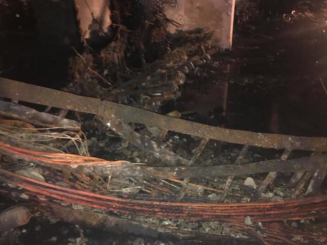 Cảnh tan hoang bên trong chung cư Carina Plaza sau vụ cháy làm 13 người chết - Ảnh 8.